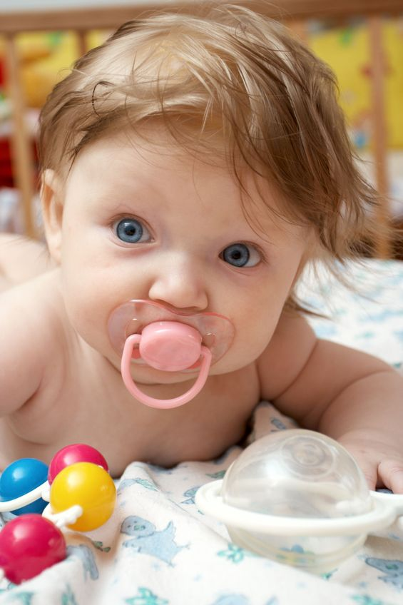 pros and cons of a pacifier