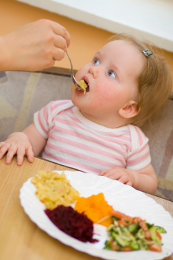 baby starting with weaning